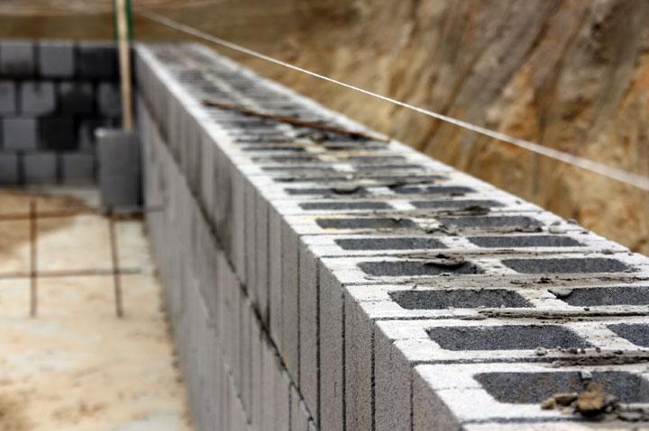 Kelder kruipkelder of vloerplaat woonmooi for Zelf zwembad bouwen betonblokken