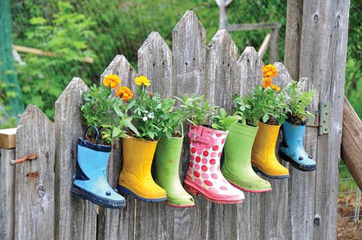 tuintip gebruik oude laarzen als bloempotten woonmooi. Black Bedroom Furniture Sets. Home Design Ideas