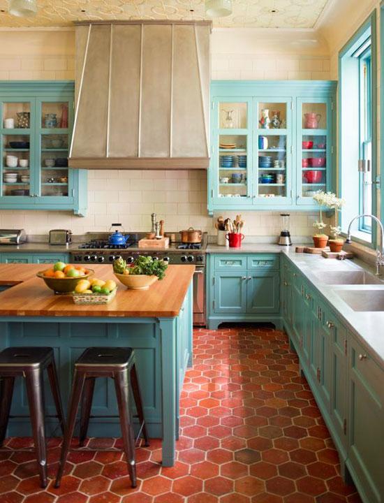 klassieke keuken in babyblauw