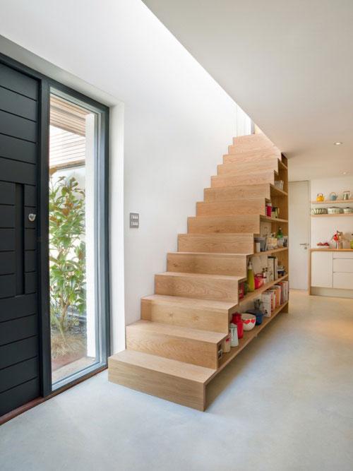 Inspiratie trappen met ingebouwde boekenkasten woonmooi - Interieur houten trap ...