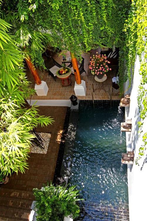 Mooi en mini kleine tuinen om van te dromen woonmooi - Klein zwembad in de kleine tuin ...