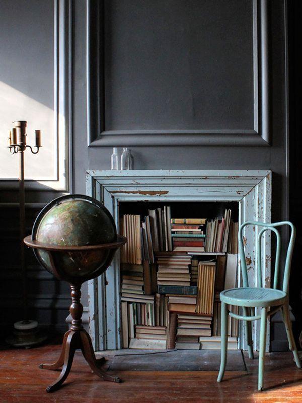 haard met boeken in