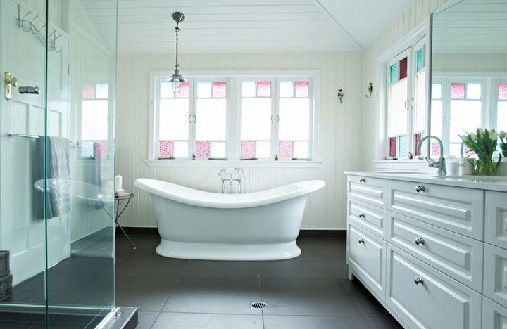 glas in lood ramen badkamer