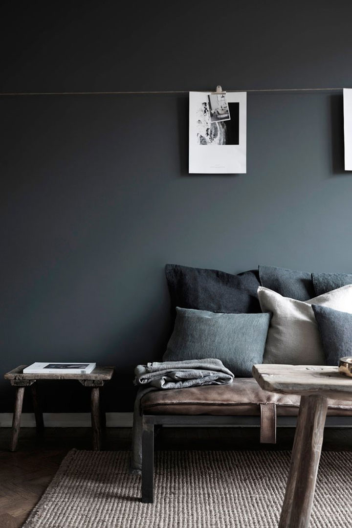 10 voorbeelden van donkere woonkamers woonmooi - Kleur moderne woonkamer ...