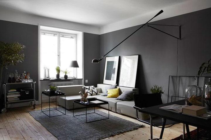10 voorbeelden van donkere woonkamers woonmooi - Deco zwarte living ...