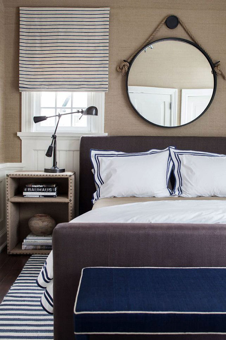 spiegel boven het bed hangen