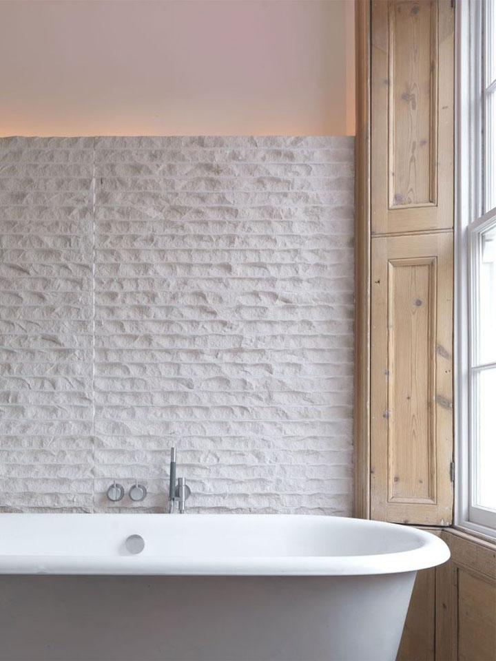 badkamer wand met indirecte verlichting