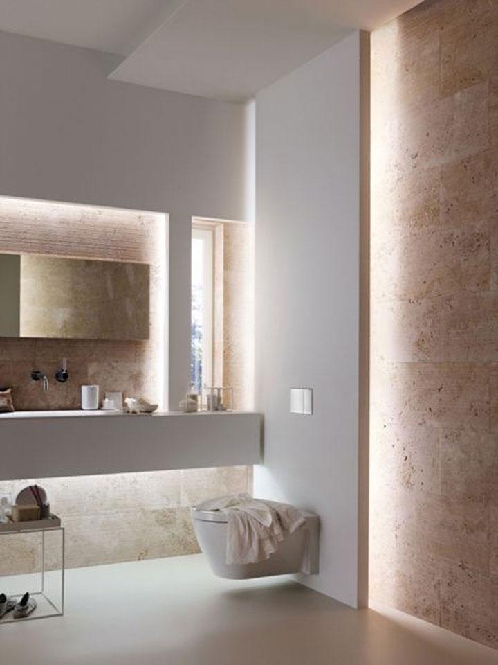 toiletwand met indirect licht erachter
