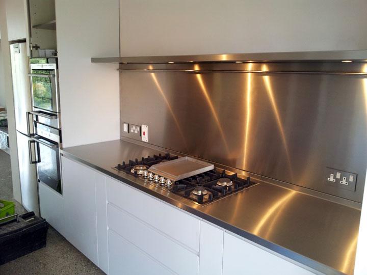 Bekleding van de spatwand van een keuken woonmooi for Cocinas easy bogota
