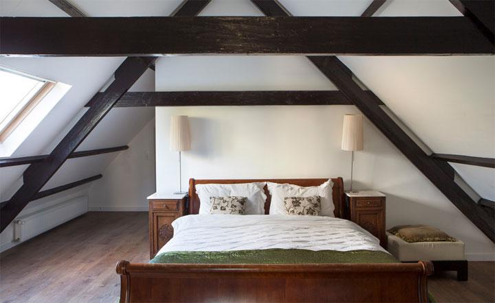 5 tips om van je zolder een slaapkamer te maken woonmooi - Slaapkamer met zichtbare balken ...
