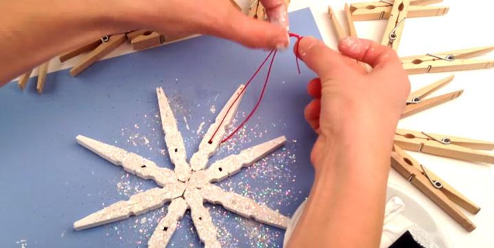 kerststerren gemaakt van wasknijpers