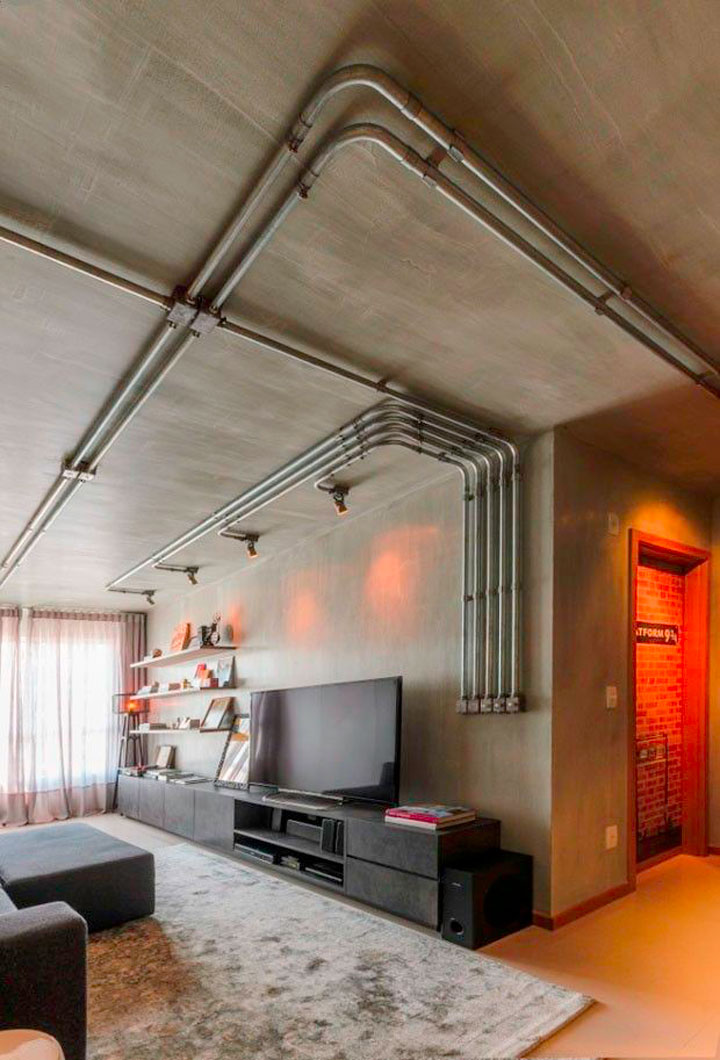 industrieel interieur plafond woonkamer met leidingen
