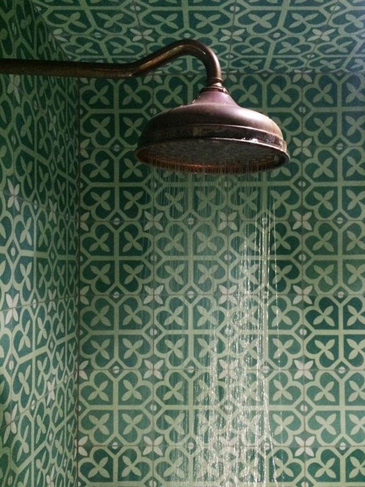 klassieke patroontegels groen in de douche