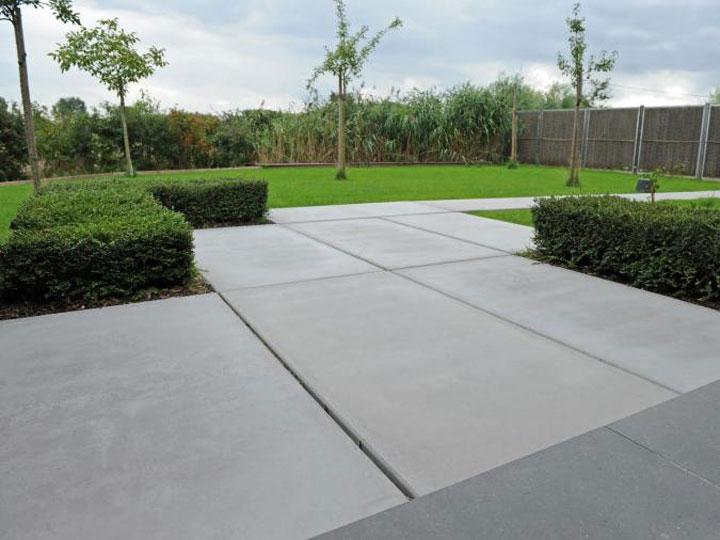 Inspiratie betonnen vloerplaten in de tuin woonmooi - Tuin oprit plaat ...