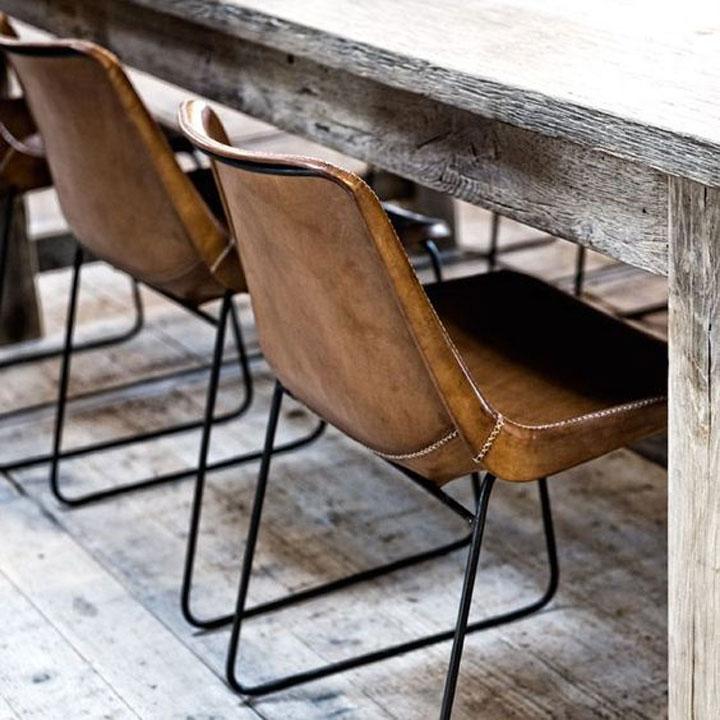 industriele eetkamer tafel en stoelen