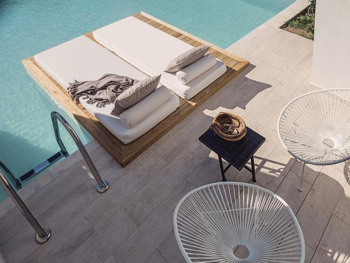 zwembad aan de hotelkamer