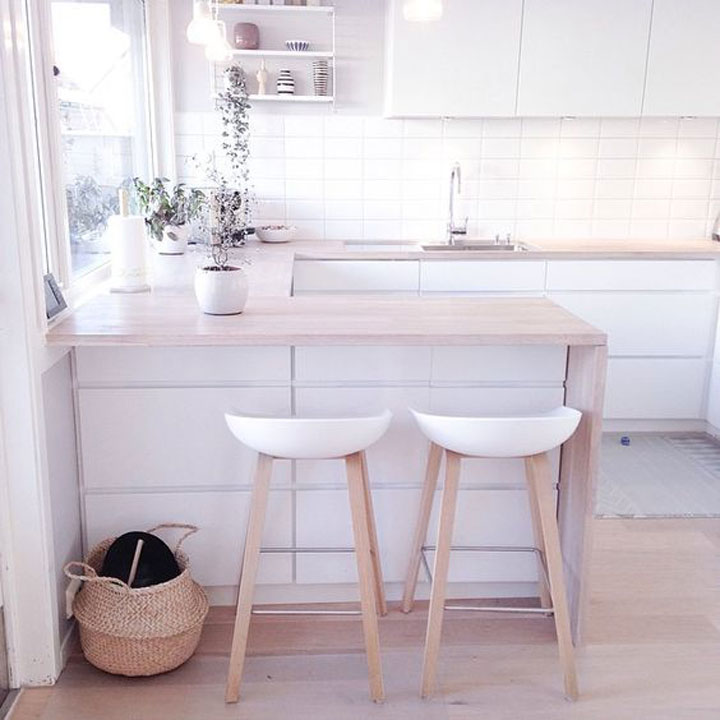 scandinavische keuken met wit en hout