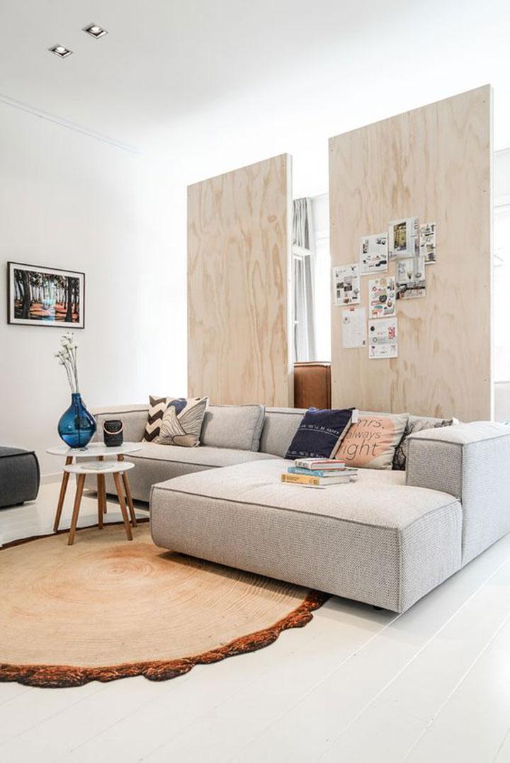 scheiding tussen kamers met houten panelen