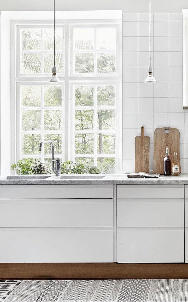 sobere witte keuken