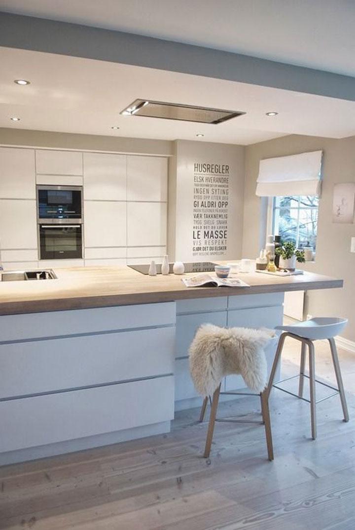 wit keukeneiland met houten werkblad