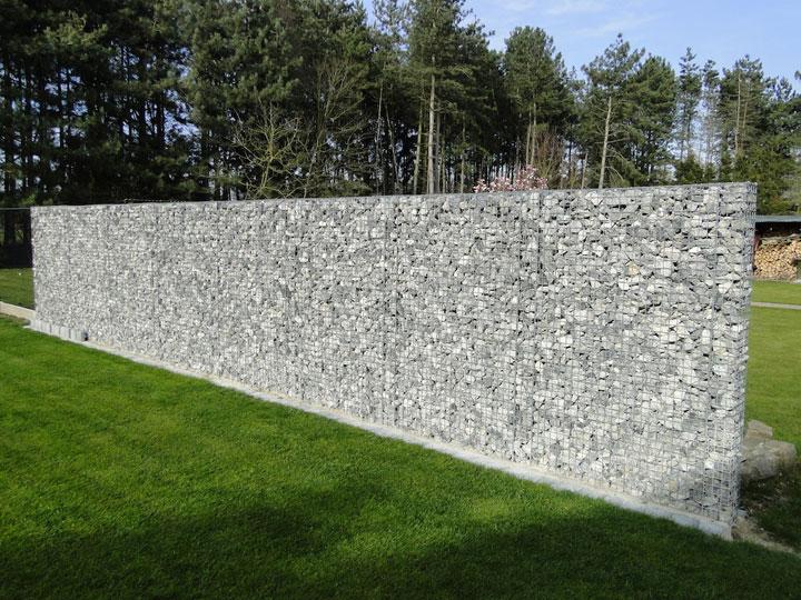 steenkorven met grijze stenen