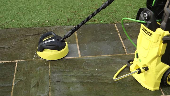 terras schoonmaken met hoge druk
