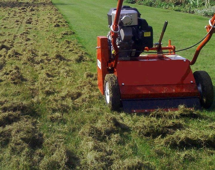 gras verticuteren voor betere groei