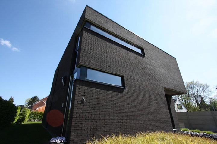 zwarte gevel moderne woning