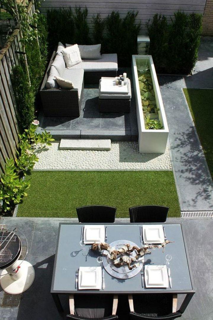 loungeset in een kleine tuin