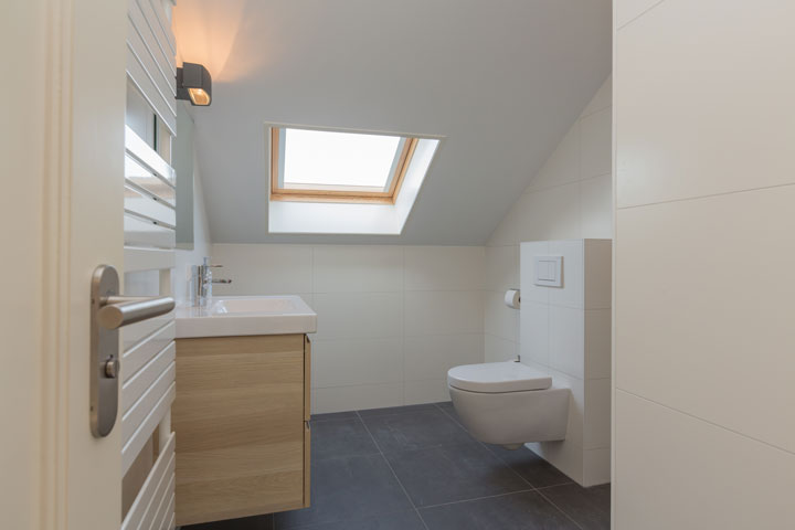 Tips voor een badkamer onder schuin dak - woonmooi