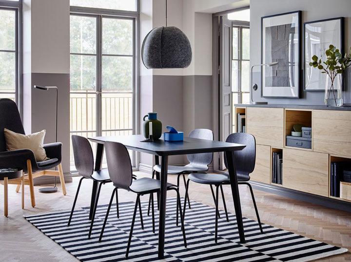 eetkamer met zwarte eettafel en stoelen