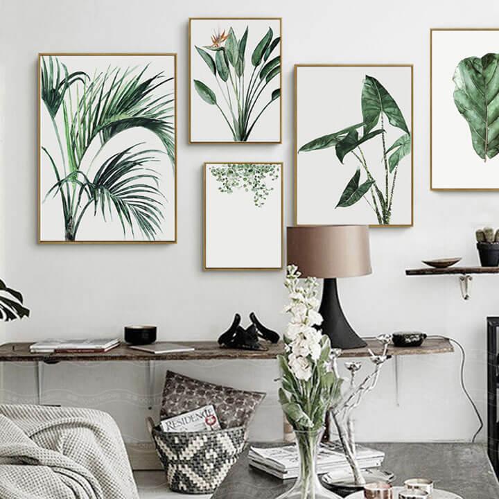 plantenposters tegen muur woonkamer
