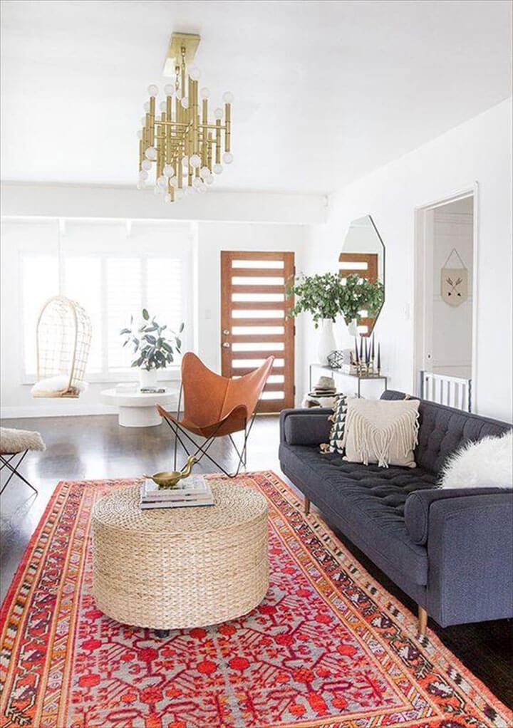 kleurrijk rood vintage tapijt in woonkamer