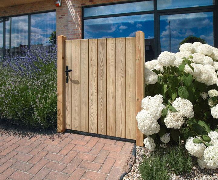 lage houten tuindeur