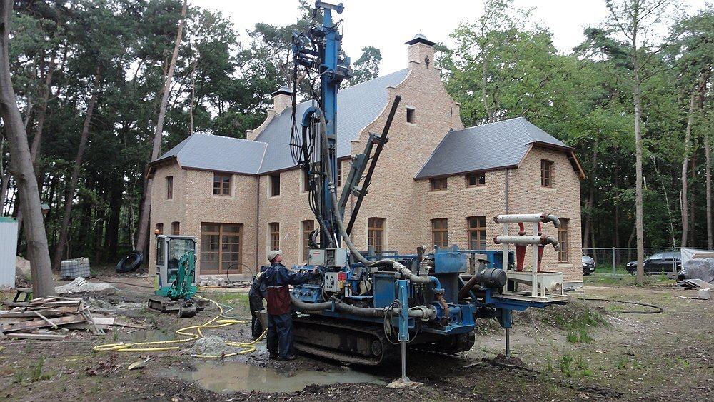 grondboring voor geothermische warmtepomp met verticale captatie