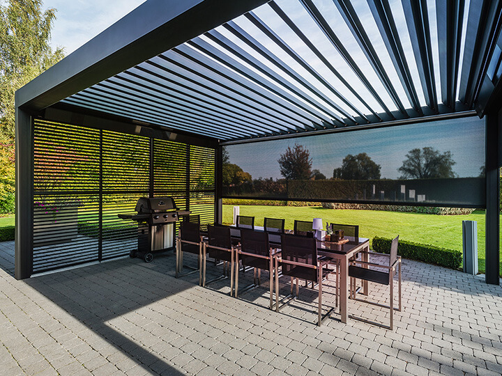 terrasoverkapping aluminium met lamellen in het dak