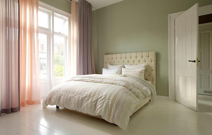 vitrage gordijnen in klassieke slaapkamer trend