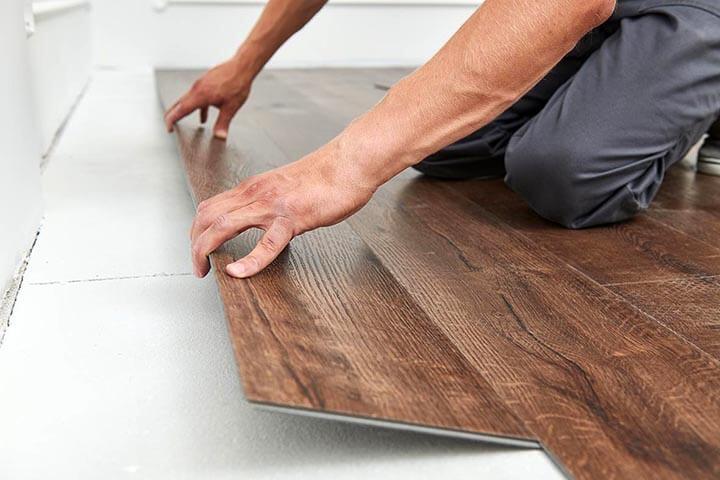 pvc-vloer plaatsen planken leggen