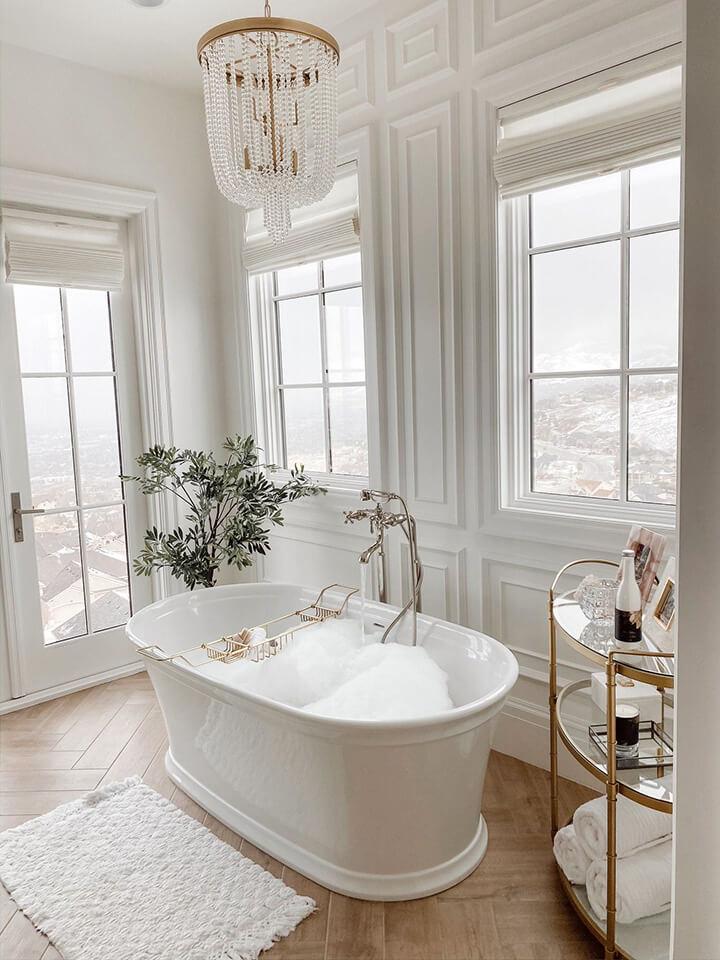 klassiek vrijstaand bad wit