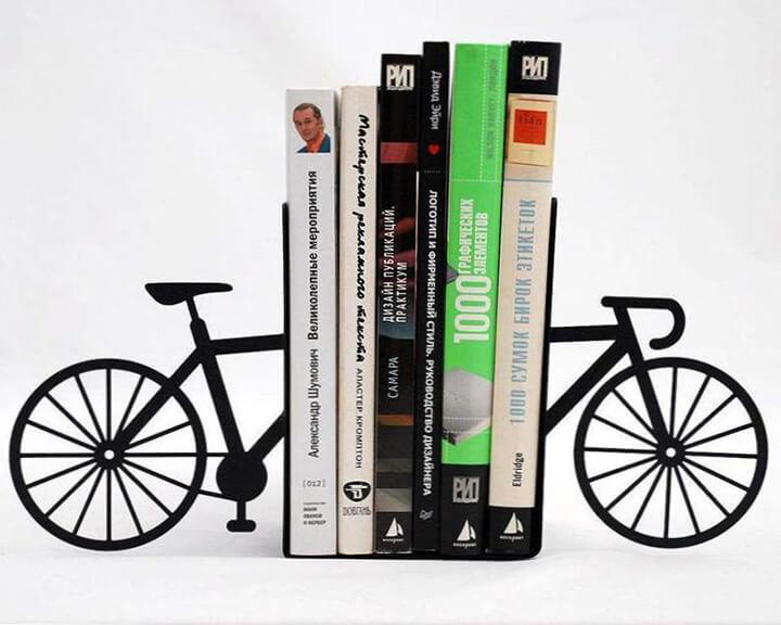 boekensteun in de vorm van een zwarte fiets