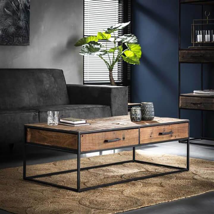 robuuste salontafel met zwart stalen onderstel en hout