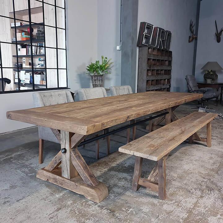 robuuste kloostertafel met zitbank in hout